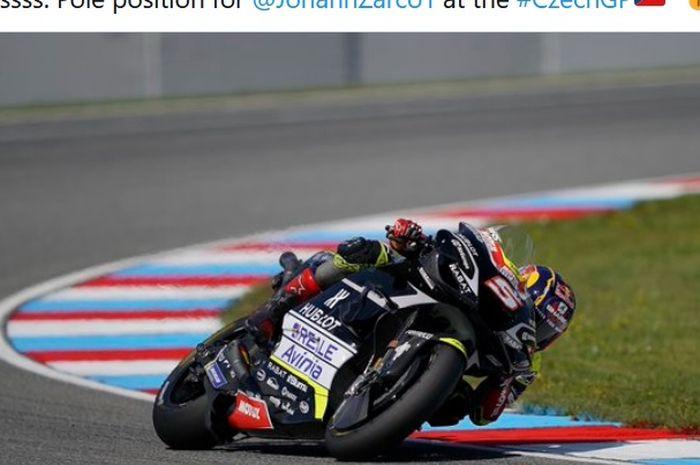 Pembalap Avintia Racing, Johann Zarco, merebut pole position pada seri balap MotoGP Republik Ceska yang berlangsung di Sirkuit Brno, Republik Ceska, 8 Agustus 2020.