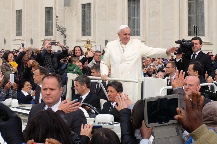 Paus Fransiskus di Vatikan.