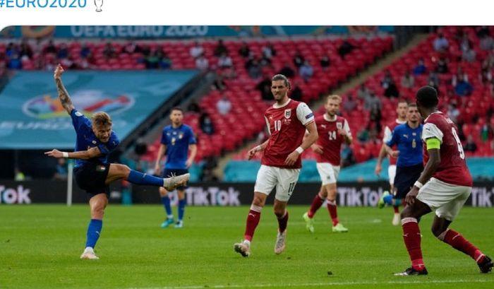 Penyerang Italia, Ciro Immobile, melepas tembakan ke gawang Austria pada laga 16 Besar EURO 2020, Minggu (27/6/2021) dini hari WIB di Stadion Wembley, London, Inggris.