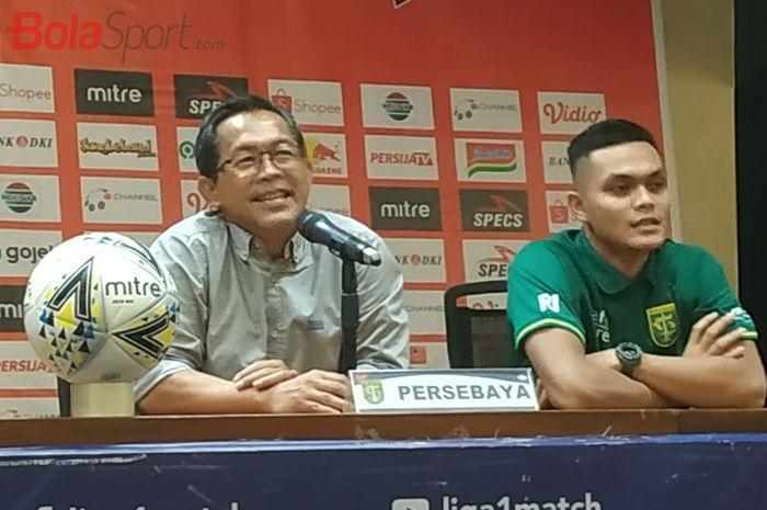 Pelatih dan pemain Persebaya, Aji Santoso serta Rachmat Irianto saat memberikan keterangan pers seusai laga kontra Persija Jakarta, Selasa (17/12/2019).