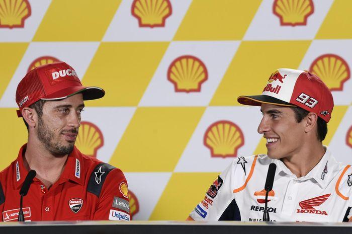 Andrea Dovizioso (kiri) dan Marc Marquez (kanan) saat menjalani sesi konferensi pers jelang MotoGP Malaysia, Kamis (31/10/2019).