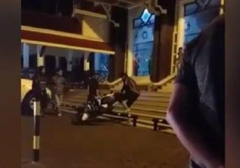 Fenomena Aneh! Video Pemotor Banting dan Rusak Motornya, Gara-gara Parkir Dibagian Atas Masjid