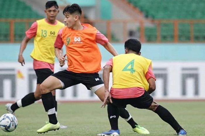 Pemain Lincoln City U-18, Jack Brown, saat mengikuti seleksi timnas U-19 Indonesia di Stadion Wibawa Mukti, Bekasi, Rabu (15/1/2020).
