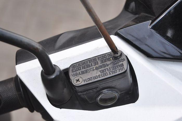 Ganti minyak rem Honda BeAT (Gbr. 1)