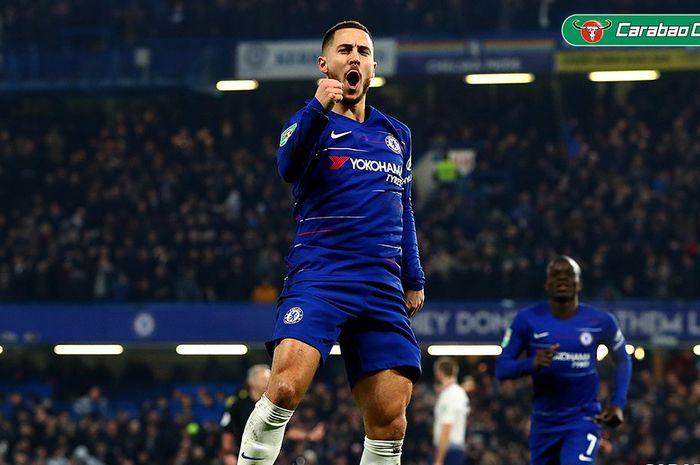Penyerang Chelsea, Eden Hazard, merayakan gol yang dicetak ke gawang Tottenham Hotspur dalam laga ke