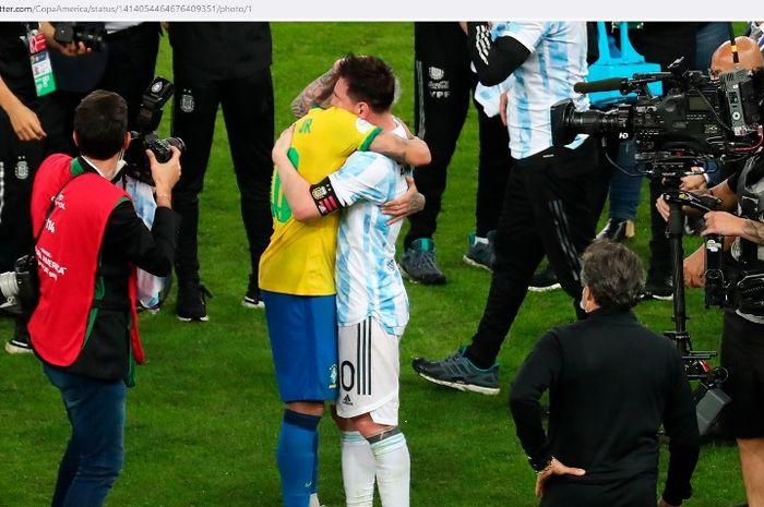 Momen mesra Lionel Messi dan Neymar selepas final Copa America 2021.