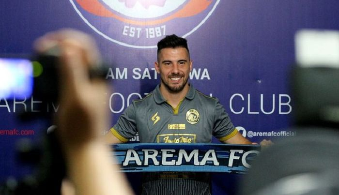 Jonathan Bauman saat diperkenalkan oleh manajemen Arema FC sebagai pemain asing baru musim ini.