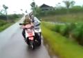 Motor Honda Vario Stut Yamaha Mio Malah Berakhir Tragis, Tonton Videonya