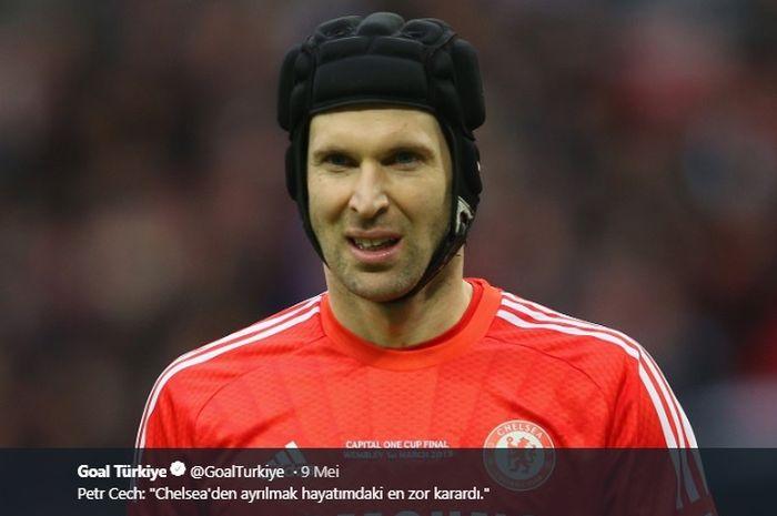 Petr Cech saat menggunakan seragam Chelsea.