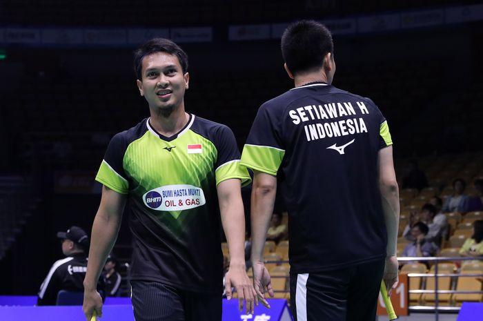 Pasangan ganda putra Indonesia, Mohammad Ahsan/Hendra Setiawan, saat berlaga pada babak kesatu Kejuaraan Asia 2019 di Wuhan Sports Center Gymnasium, Rabu (24/4/2019).