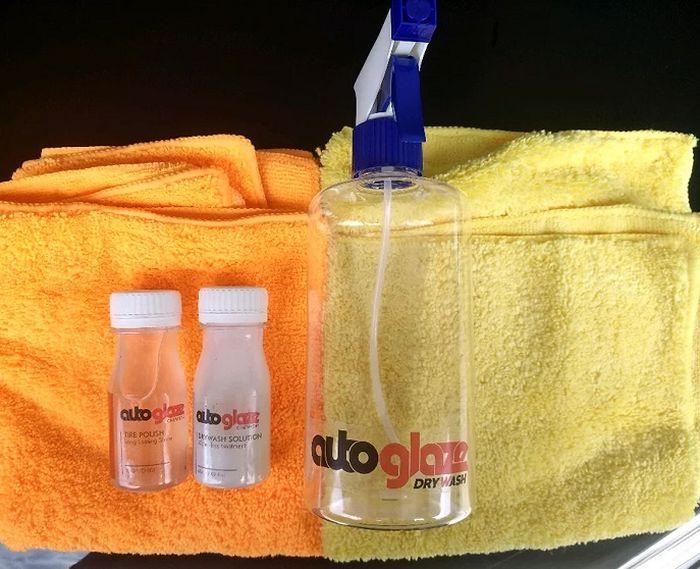 Auto Glaze tawarkan dalam satu paket yang terdiri dari botol penyemprot, cairan waterless dan lap microfiber