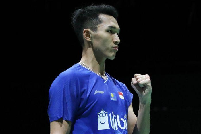 Pebulu tangkis tunggal putra Indonesia, Jonatan Christie, bereaksi setelah memastikan lolos  ke babak kedua Kejuaraan Dunia 2019 di St Jakobshalle, Basel, Swiss, Senin (19/8/2019).