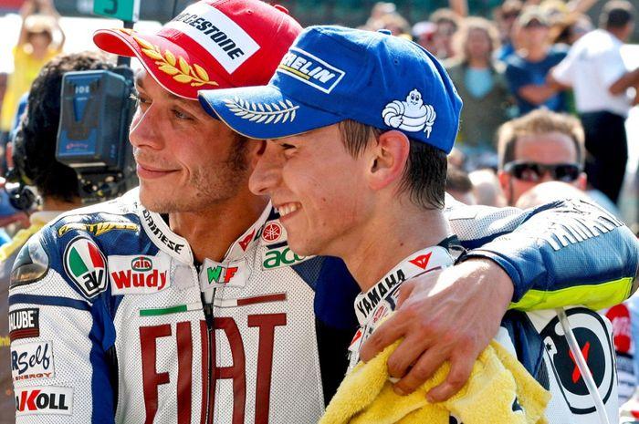 Jorge Lorenzo Lagi-lagi Cerewet, Kali Ini Ramal Waktu Pensiun Valentino Rossi thumbnail