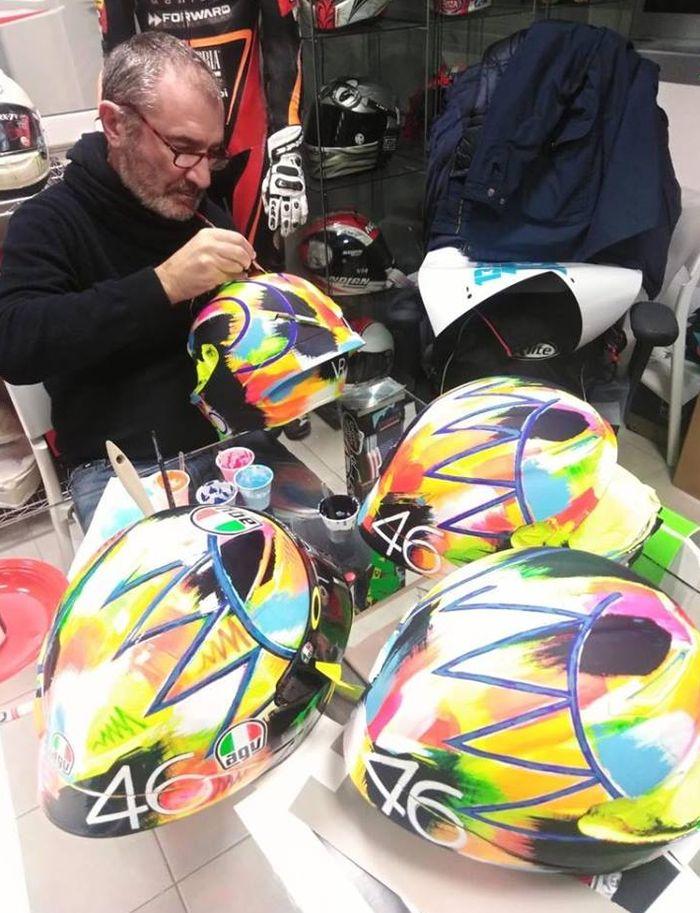 Proses pembuatan grafis helm baru Valentino Rossi