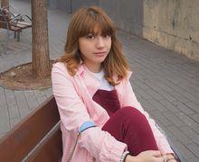 Tampil Manis Saat Valentine dengan 6 Outfit Pink Merah ala Cassandra Lee!