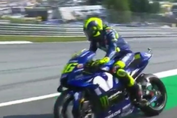 Valentino Rossi alami motor M1-nya mogok di latihan resmi pertama (FP1) MotoGP Austria