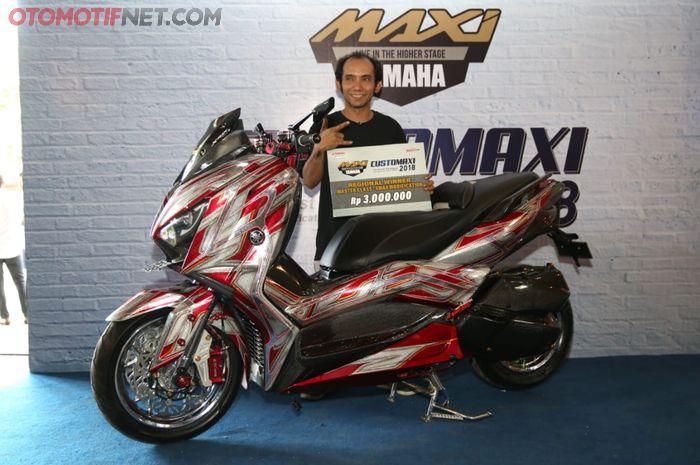 Robert dengan Yamaha XMAX buatannya