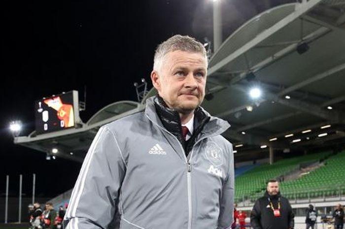 Ekspresi pelatih Manchester United, Ole Gunnar Solskjaer, dalam suatu pertandingan.