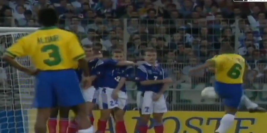 Tendang Bola Keluar Gawang tetapi Masuk, Roberto Carlos Bahas Trik Gol Freekick