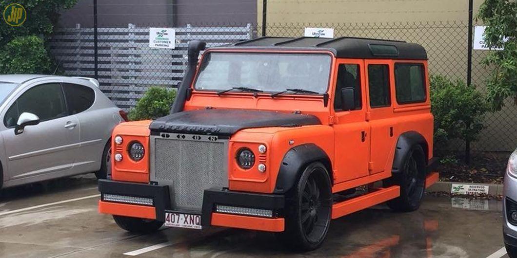 Modifikasi nyentrik Land Rover Defender