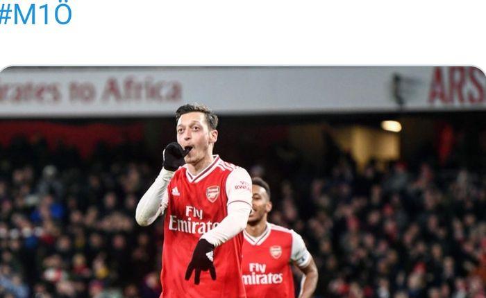 Selebrasi pemain Arsenal, Mesut Oezil, setelah berhasil menjebol gawang Newcastle United pada laga pekan ke-26 Liga Inggris di Emirates Stadium, Minggu (16/2/2020).