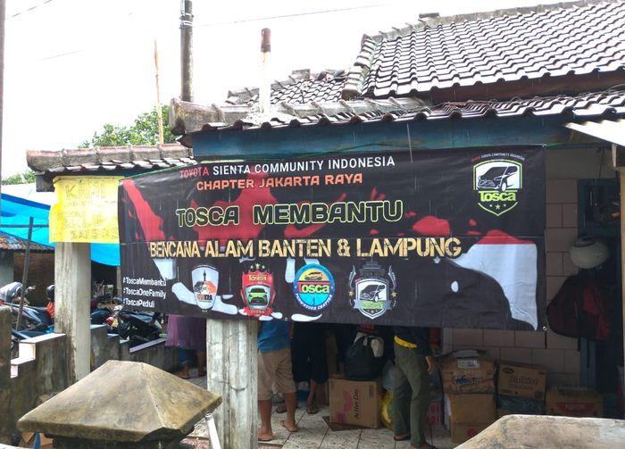 Posko bantuan Tosca di Kampung Sambolo RT.03 RW 01, Carita, Anyer