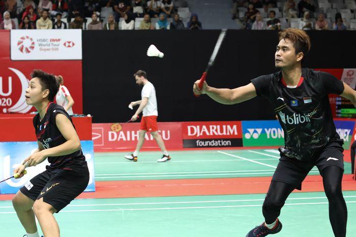 Pasangan ganda campuran nasional Indonesia, Tontowi Ahmad/Apriyani Rahayu, saat menjalani pertandingan putaran kualifikasi Indonesia Masters 2020.