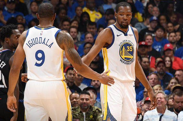 Kevin Durant (kanan) menjadi aktor penting di balik kemenangan Golden State Warriors atas Los Angeles Clippers pada Sabtu (27/4/2019) WIB