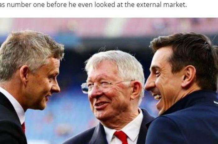 Tiga legenda Manchester United, Ole Gunnar Solskjaer, Sir Alex Ferguson, dan Gary Neville berbincang bersama.