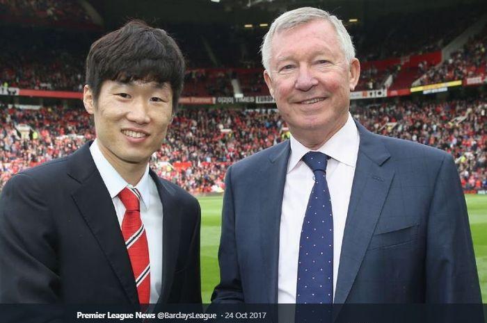 Pelatih legendaris Manchester United, Sir Alex Ferguson, bersama mantan anak asuhnya, Park Ji -sung