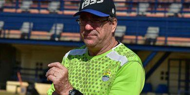 Robert Rene Alberts Ungkap Kekecewaannya Usai Persib Diimbangi Semen Padang