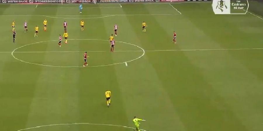 VIDEO - Kiper Pinjaman dari Man United Dean Henderson Nyaris Cetak Gol Vs Arsenal