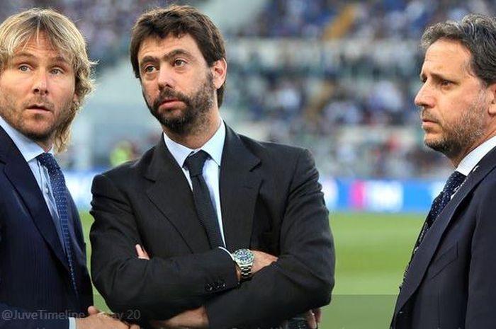 Para Petinggi Juventus, Wakil Presiden Pavel Nedved (kiri), Presiden Andrea Agnelli (tengah), dan Direktur Olahraga Fabio Paratici (kanan).