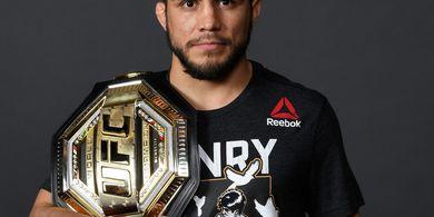 Resmi Pensiun, Henry Cejudo Lepas Gelar Bantam UFC