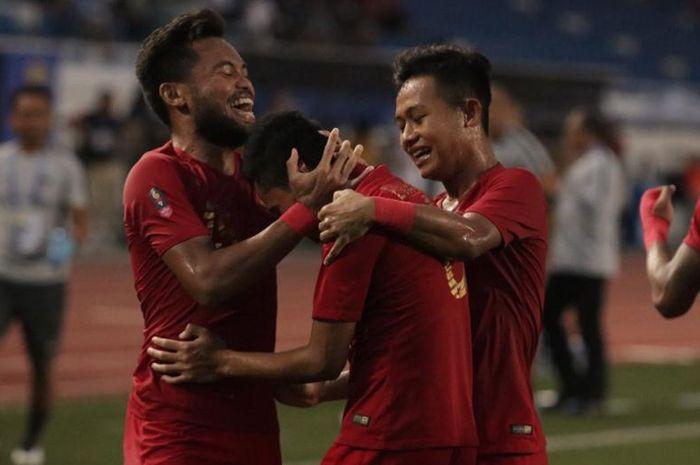 Para pemain Timnas U-22 Indonesia merayakan gol ke gawang Myanmar pada semifinal SEA Games 2019, Minggu (7/12/2019).