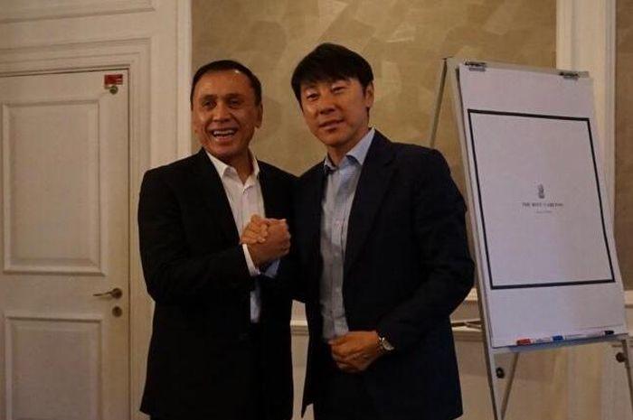 Ketua Umum PSSI, Mochamad Iriawan (kiri), bersama calon pelatih timnas Indonesia, Shin Tae-yong.