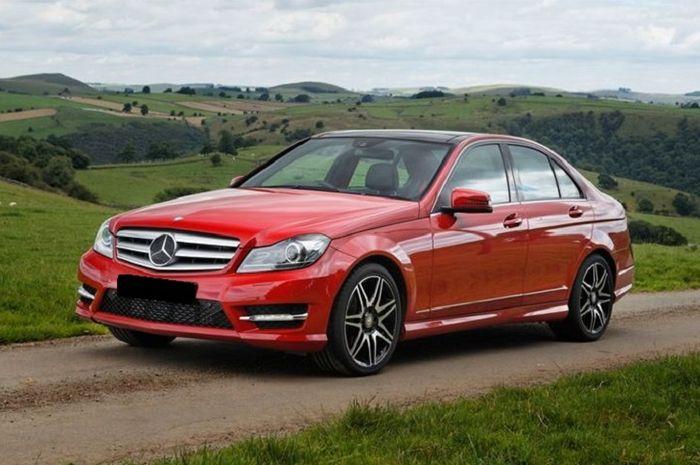Ilustrasi Mercedes-Benz C200 W204