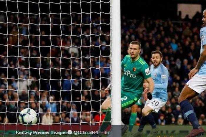 Winger Manchester City, mencetak gol dalam laga pekan ke-30 Liga Inggris melawan Watford di Stadion Etihad, Sabtu (9/3/2019).