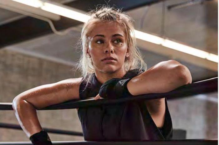 Salah satu mantan petarung wanita UFC yang memilki karier cemerlang di dalam dan luar oktagon, Paige VanZant.