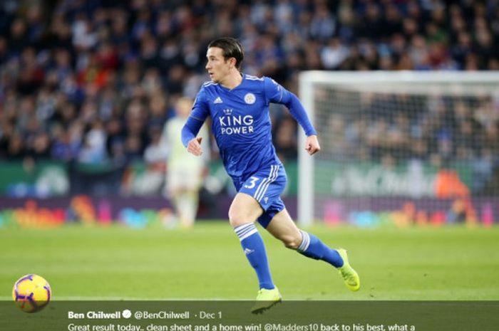 Bek Leicester City, Ben Chilwell, menggiring bola dalam suatu pertandingan.