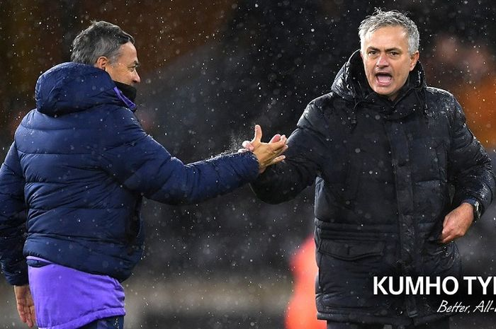 Pelatih Tottenham Hotspur, Jose Mourinho (kanan).