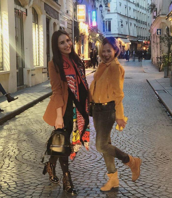 Gaya Ayu Ting Ting saat liburan di Paris