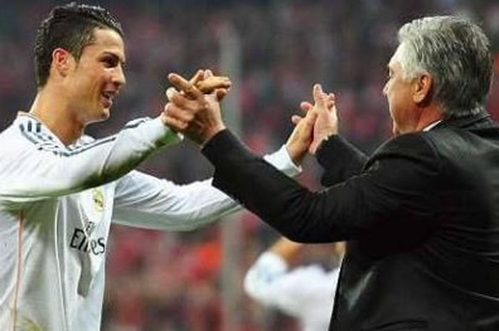 Cristiano Ronaldo dan Carlo Ancelotti melakukan selebrasi saat sama-sama di Real Madrid.