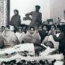 Foto-Foto Pemakaman Mahatma Gandhi Setelah Penembakanya di Delhi