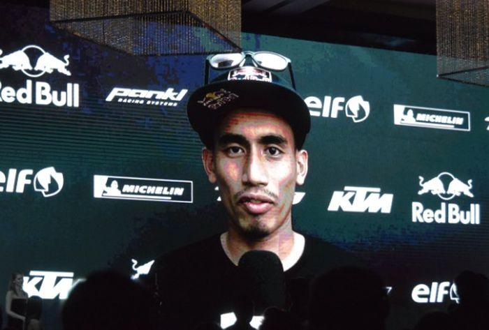 Hafizh Syahrin hanya bisa tampil di layar saat ia mendapat dua penghargaan di negaranya