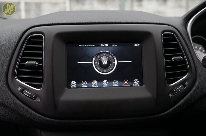 Head unit UConnect generasi keempat di Jeep Compass punya banyak fitur