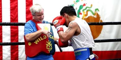Pelatih Bocorkan 3 Lawan Potensial Manny Pacquiao sebelum Pensiun