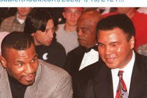 Peforma Mike Tyson Saat Hadapi Roy Jones Lebih Mantap dari 2 Legenda Tinju Ini
