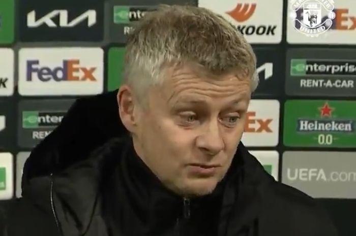 Ekspresi pelatih Manchester United, Ole Gunnar Solskjaer, seusai laga leg pertama babak 32 besar Liga Europa kontra Real Sociedad di Juventus Stadium, Kamis (18/2/2021).