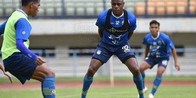 Kesulitan Latihan Mandiri, Bek Persib Ingin Kembali ke Lapangan